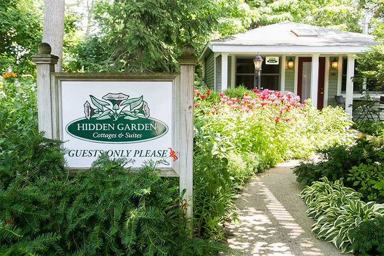 hidden garden cottages suites saugatuck michigan rh hiddengardencottages com Saugatuck MI Beach Things to Do in Saugatuck MI